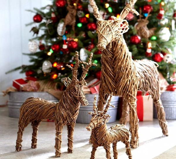 creative-exterior-christmas-decoration-ideas-with-rattan-reindeer