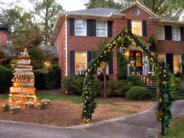 elegant-outdoor-christmas-decorating-ideas-holiday-outdoor-decorations-to-create-visual-interest-outside-of-your-on-decoration
